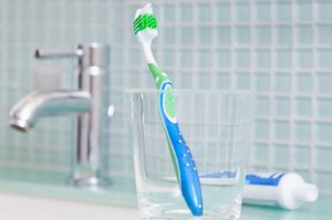 toothbrush-bathroom-sink-590km102010